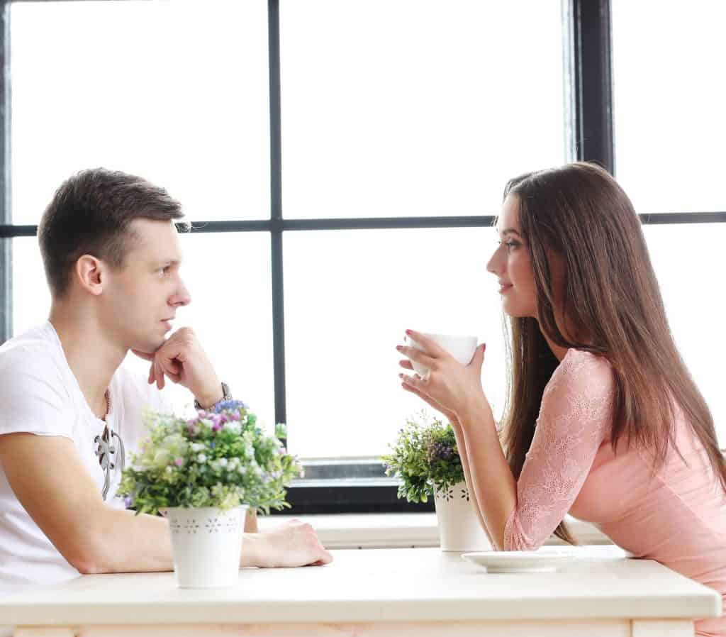 couple talk table coffe