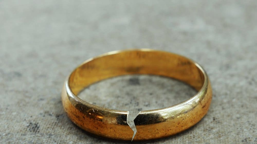 broken marriage ring