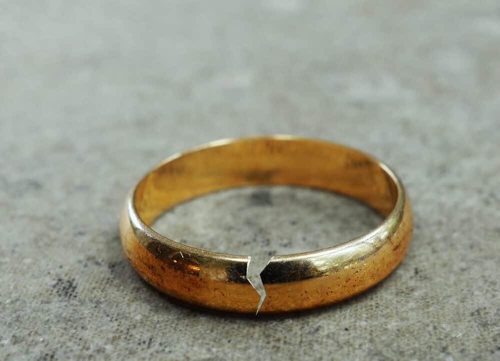 broken marriage ring